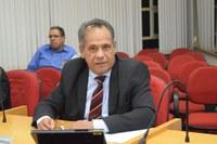 Odinaldo requer informações sobre reforma de praça