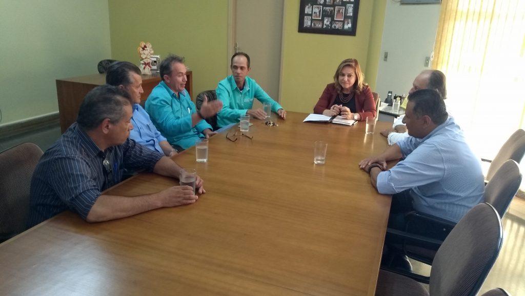 Prefeita recebe vereadores para debater necessidades de Frutal